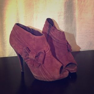 Adorable Maroon Bow Booties!